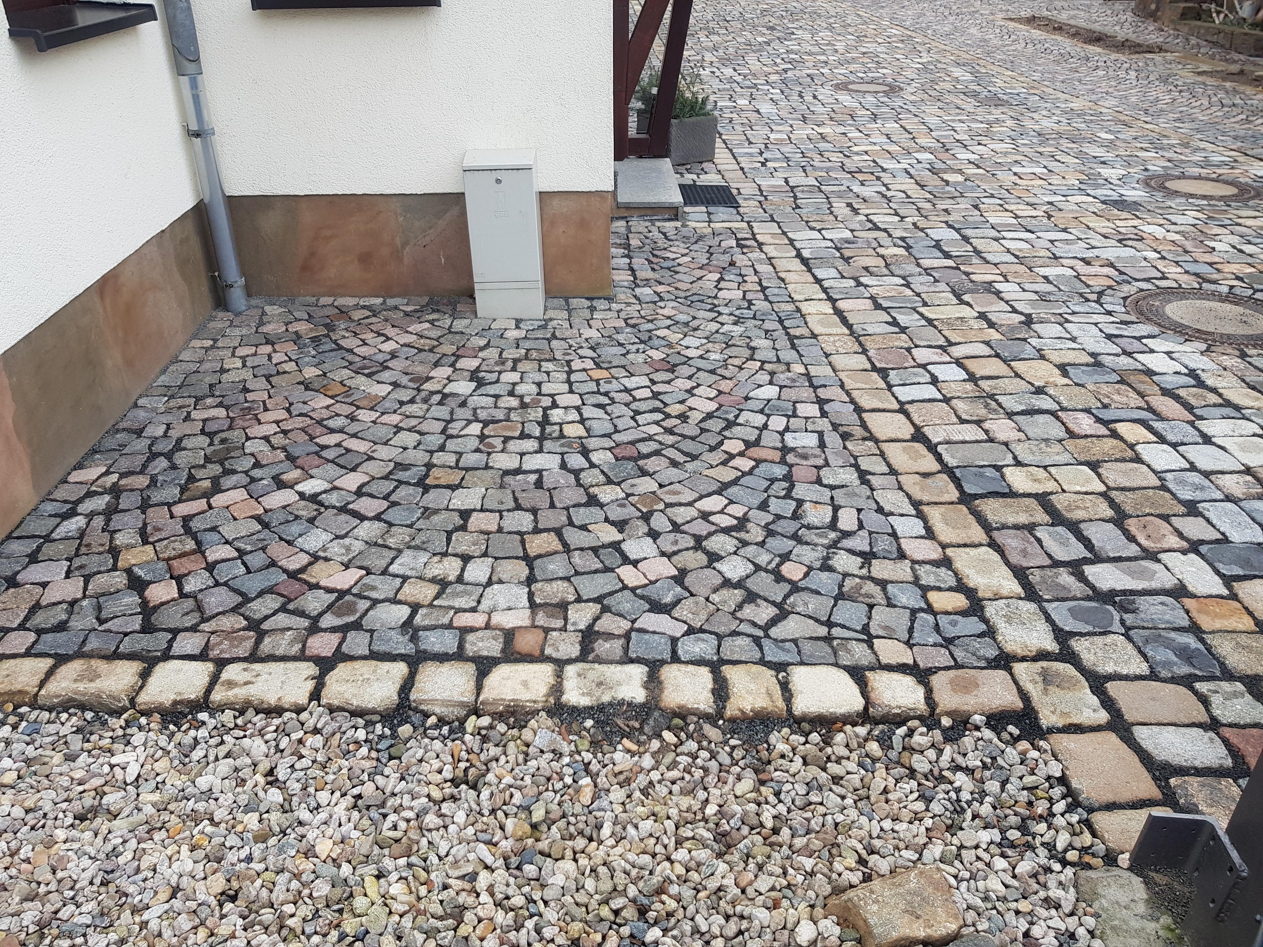 Naturstein Großpflaster & Kleinpflaster bunt, gebraucht, auf einer Fläche, gebrauchte Pflastersteinereihenfähig, Natursteinpflaster