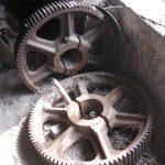 Riesige Industriezahnräder aus Papierfabrik (ca. 1914)