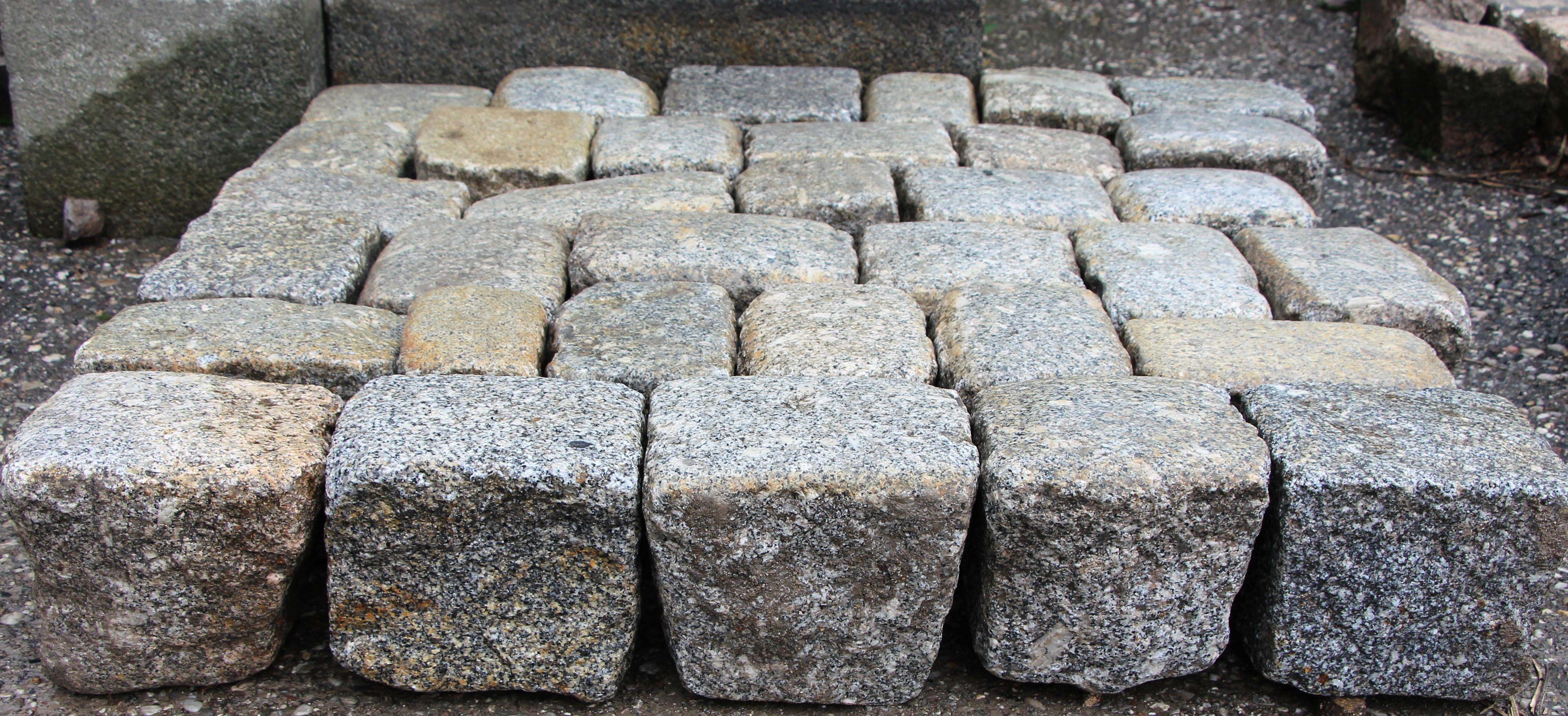 gebrauchtes Granitpflaster gelbgrau, reihenfähiges Großpflaster