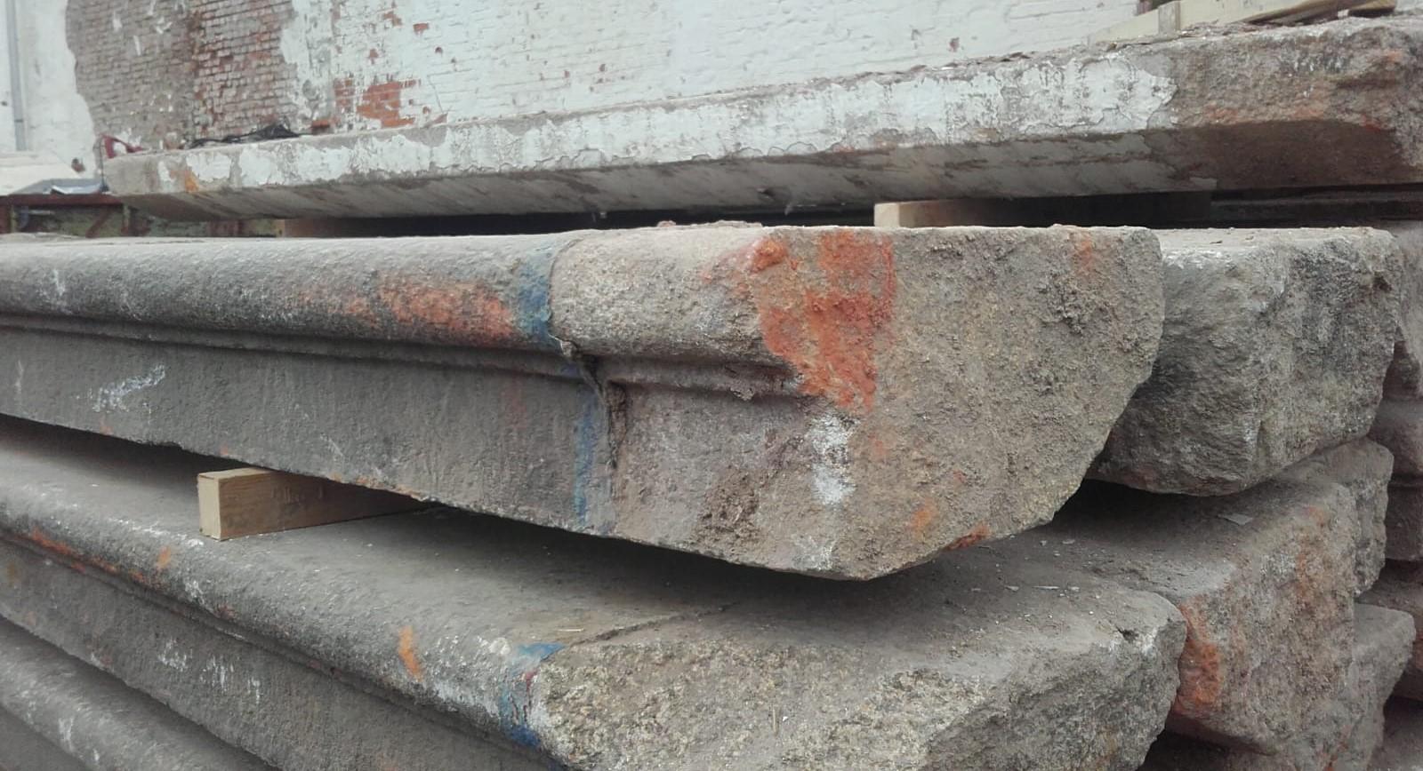 Herrschaftliche Treppenanlage mit Stufen und Podesten aus gebrauchtem Granit, Außentreppe