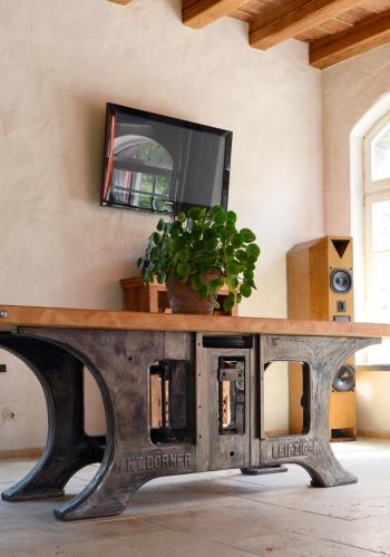 Loft Industrie Designer Tisch Unikat mit Rad Historische